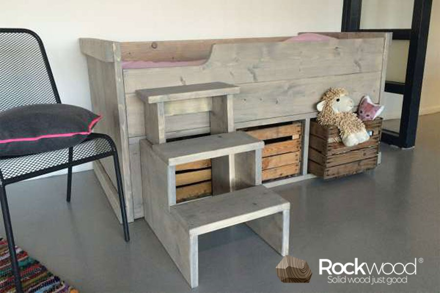 https://afbeelding.kinderbed.biz/images/SKPM/Rockwood-Kinderbedden-Kajuitbed-Mees-Naturel-groot.jpg